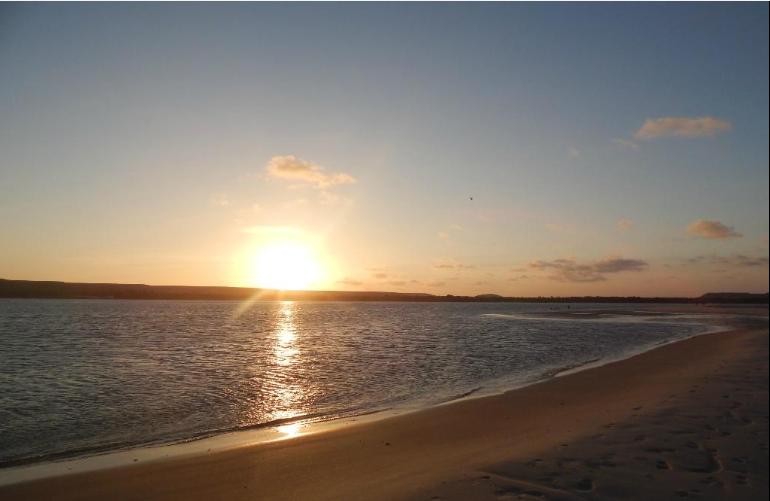 Pôr do sol na Praia das Conchas, Barra de São Miguel