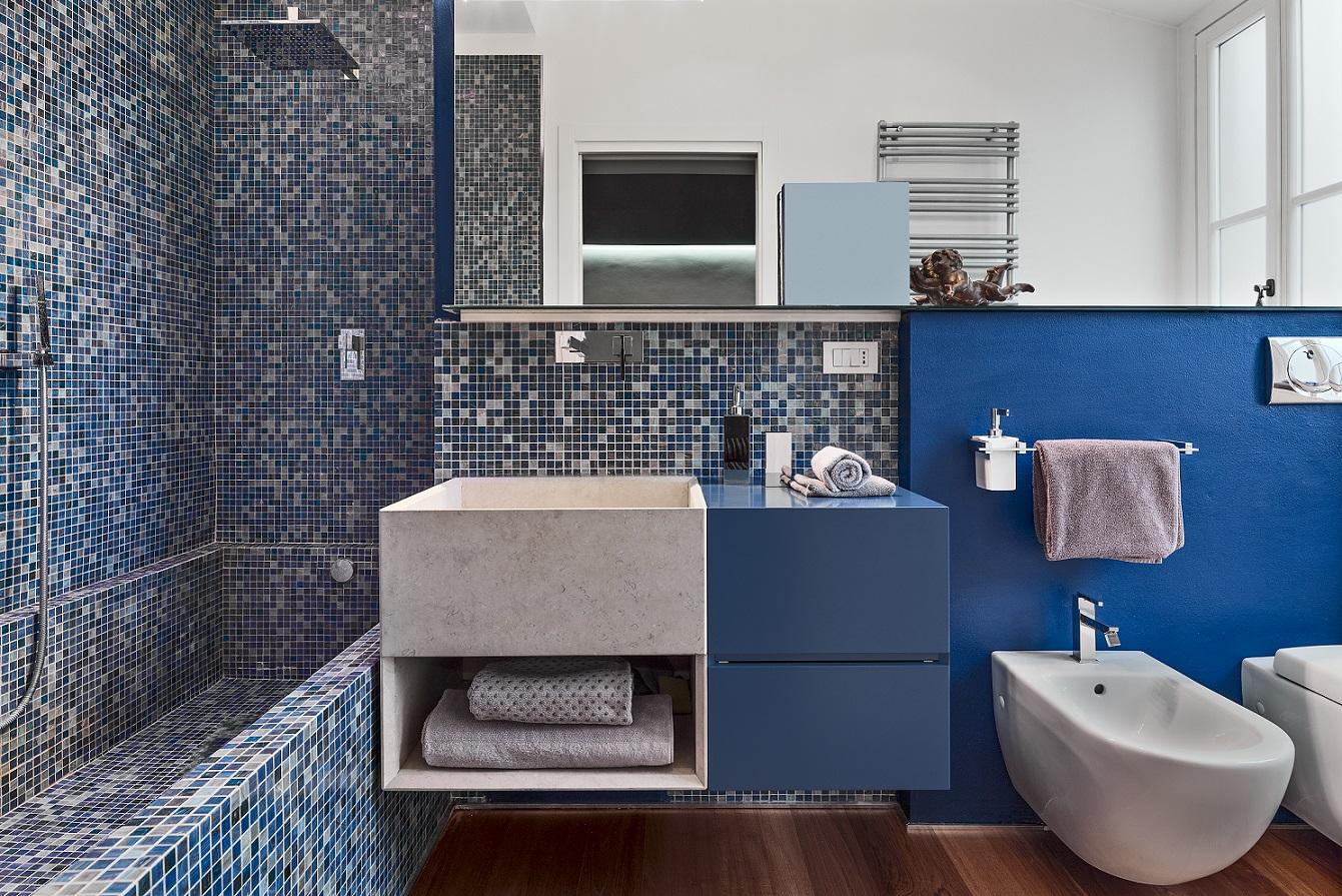 Pastilhas na decoração - banheiro azul