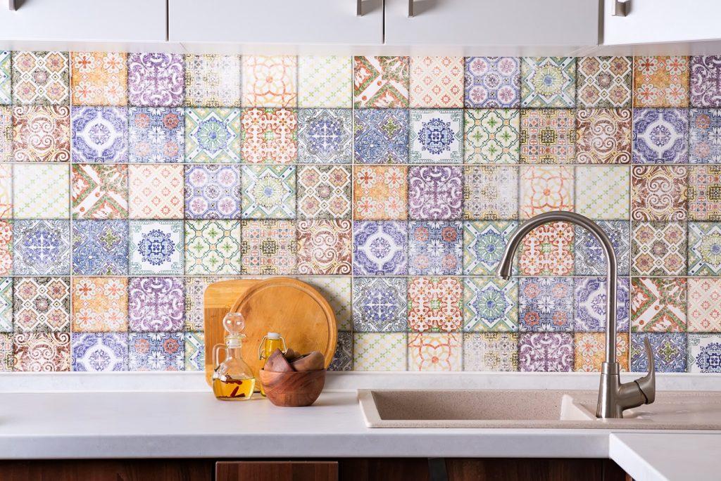 como repaginar a cozinha - adesivos coloridos